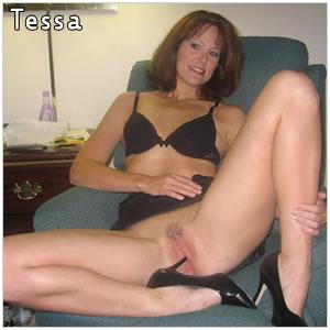 Alleenstaande Tessa wil geile seksavond!